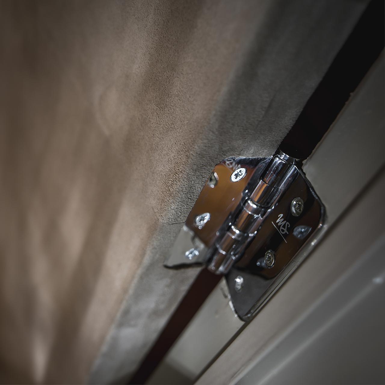 Lederen deurbekleding